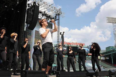 Choir with NKOTB McIntyre